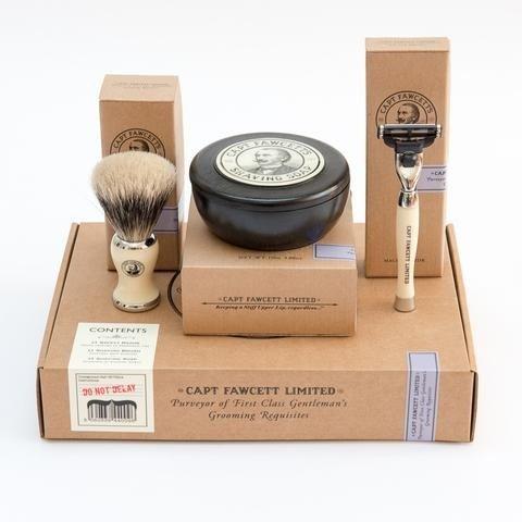 geschenkset-mit-pinseln-rasiermesser-und-rasierseife-cpt-fawcett