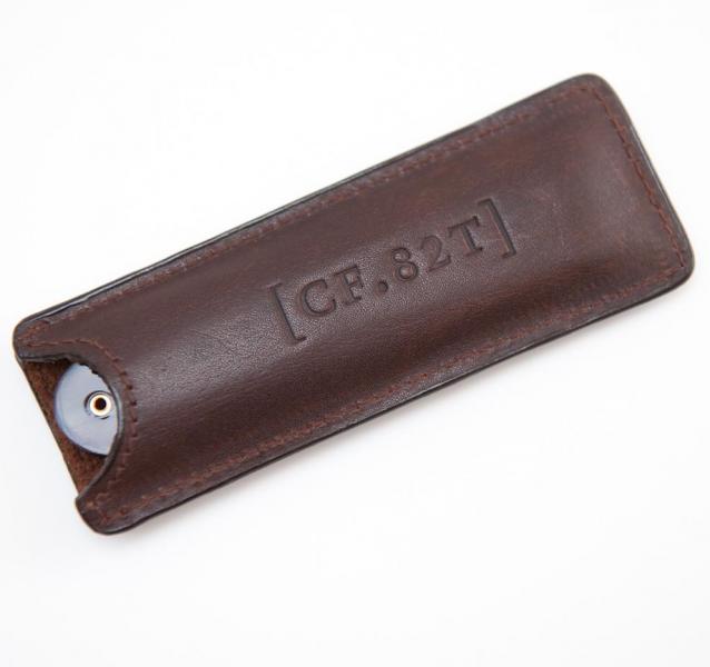 Taschenbartkamm in einer Ledertasche von Captain Fawcett 2